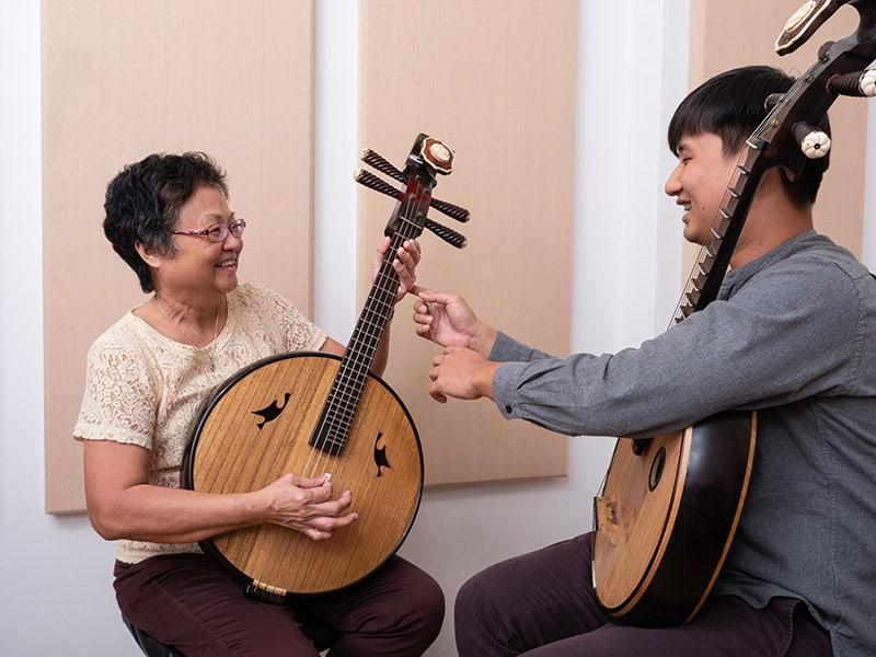 Zhongruan lesson at Eight Tones Music School - Teacher Jonathan
